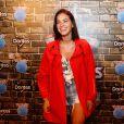 Bruna Marquezine escolheu  um casaco da grife Balenciaga e um top da Gucci