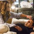 Maria Pia (Mariana Santos) acorda de madrugada para medir a temperatura de Malagueta (Marcelo Serrado) e ele a beija, na novela 'Pega Pega'
