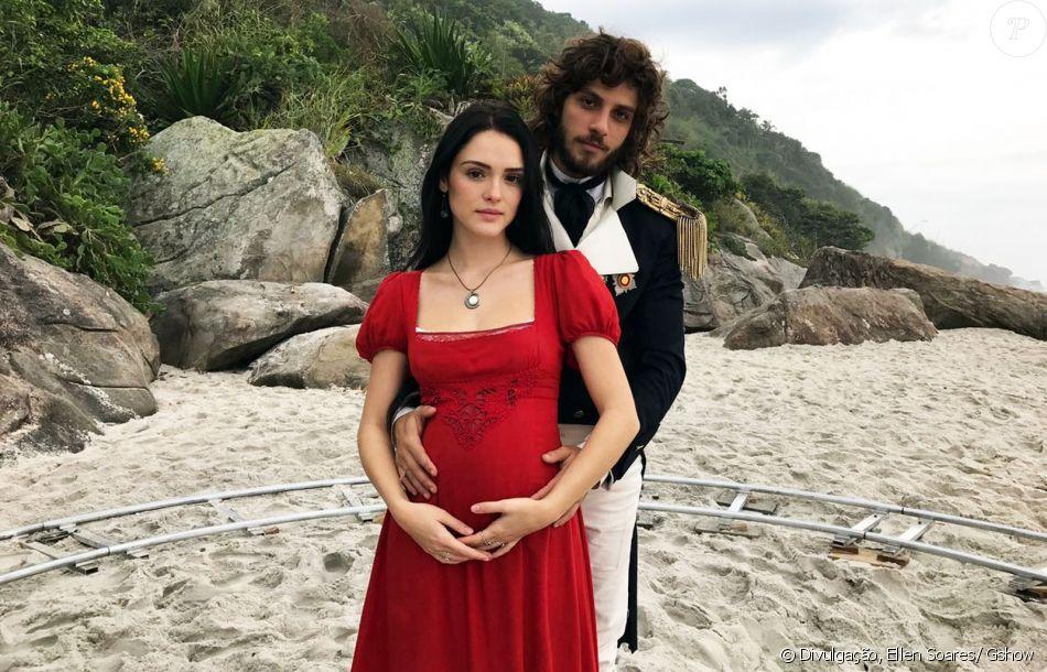 Anna (Isabelle Drummond) salvou a vida de Joaquim (Chay Suede) e terminou com uma grande heroína grávida, no final da novela 'Novo Mundo', exibido nesta segunda-feira, 25 de setembro de 2017