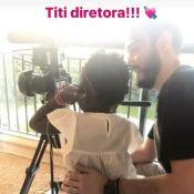 Giovanna Ewbank se diverte com Títi em bastidores de gravação: 'Diretora'. Vídeo