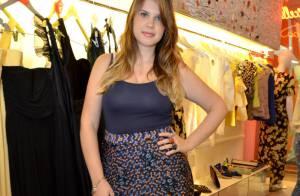 Carolinie Figueiredo prestigia evento de moda um mês após dar à luz filho caçula