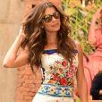 Grazi Massafera usou vestido floral da grife Dolce & Gabanna, avaliado em R$ 7.500, no  lançamento da nova coleção de óculos de sua marca, Grazi Eyewear, em 5 de setembro de 2017