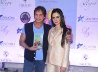 Atriz de 'A Força do Querer' recebe Roberto Carlos ao lançar livro: 'Fã dele'