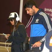 Anitta e o namorado são fotografados juntos pela 1ª vez, em aeroporto. Fotos!