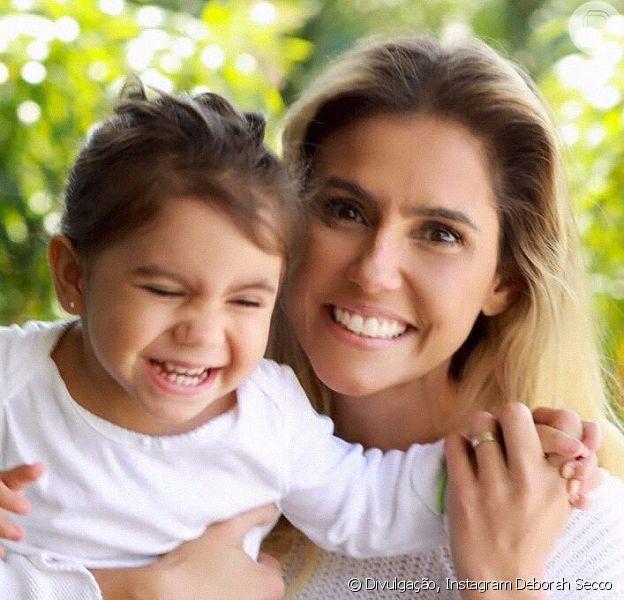 Deborah Secco mostrou neste sábado, 30 de setembro de 2017, sua filha, Maria Flor, imitando bichos