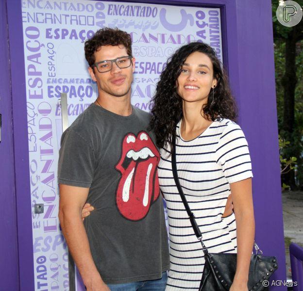José Loreto e Débora Nascimento marcam presença no aniversário de Aurora, filha de Rafael Cardoso e Mariana Bridi, em 1 de outubro de 2017