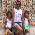 Giovanna Antonelli está em Portugal com as filhas gêmeas, Antonia e Sofia, de 4 anos