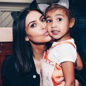 Kim Kardashian conta que a filha, North, usa seus vestidos cortados: 'Adaptando'
