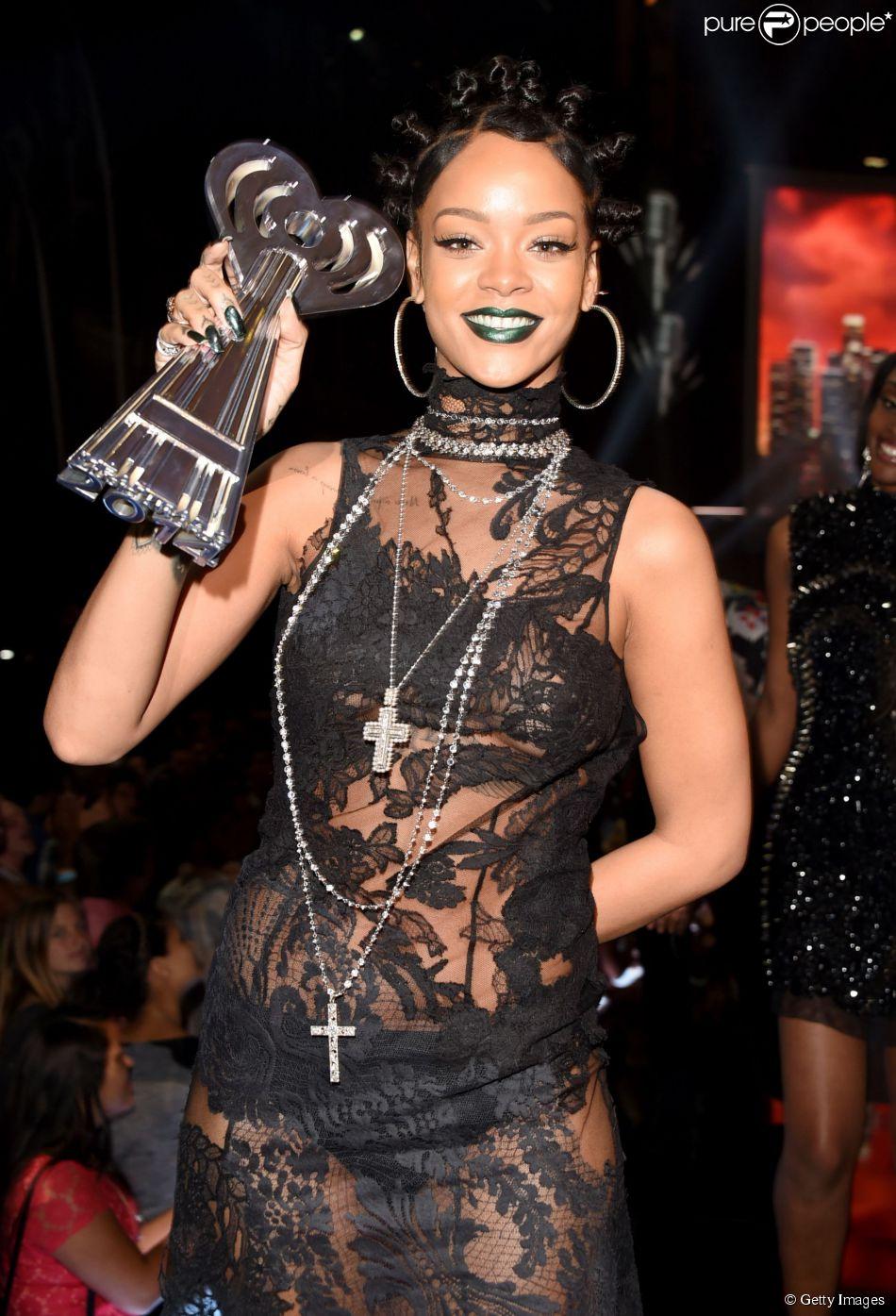 Rihanna leva 4 prêmios no iHeartRadio Music Awards 2014, em 1 de maio de 2014
