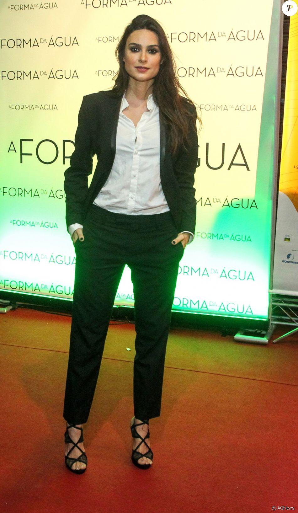 Thaila Ayala prestigiou a abertura do Festival do Rio, em 5 de outubro de 2017, usando a roupa de um amigo: 'Vi que não daria tempo de ir em casa trocar de roupa. Olhei para o André Nicolau e falei: 'Querido, me empresta uma roupa aí''