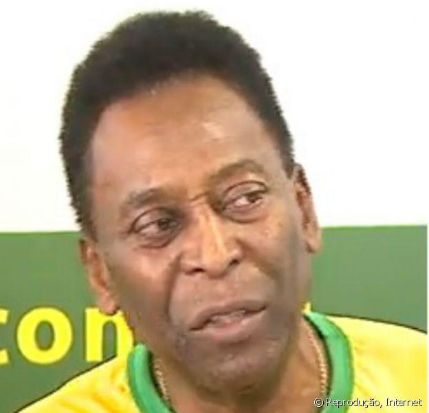 Pelé falou com jornalistas na sexta-feira, 2 de maio de 2014, em Ribeirão Preto, interior paulista, e minimizou o ato de racismo que ocorreu no último domingo, 27 de abril de 2014, com o jogador Daniel Alves
