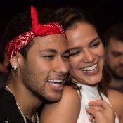 Bruna Marquezine e Neymar conversam em casamento e fãs vibram: 'Juntinhos'