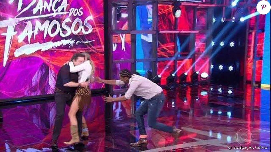 Faustão é derrubado por Adriane Galisteu no 'Dança dos Famosos', em 8 de outubro de 2017