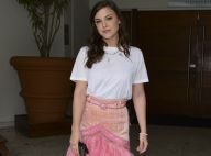 Alice Wegmann, criticada por t-shirt branca em casamento, rebate: 'Moda de hoje'