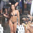 Cantora Anitta chamou atenção mundial ao usar biquíni de fita isolante em gravação do clipe 'Vai, Malandra' no Vidigal, comunidade do Rio de Janeiro