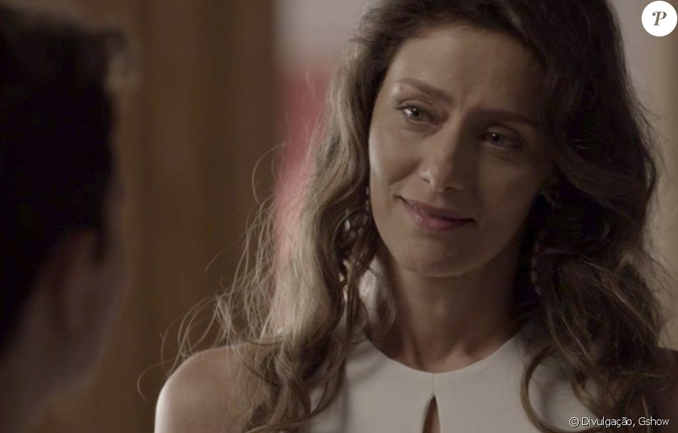 Joyce (Maria Fernanda Cândido) faz uma espécie de ritual de despedida de Ivana antes da cirurgia de redesignação de gênero de Ivan (Carol Duarte), em 18 de outubro de 2017, na novela 'A Força do Querer'