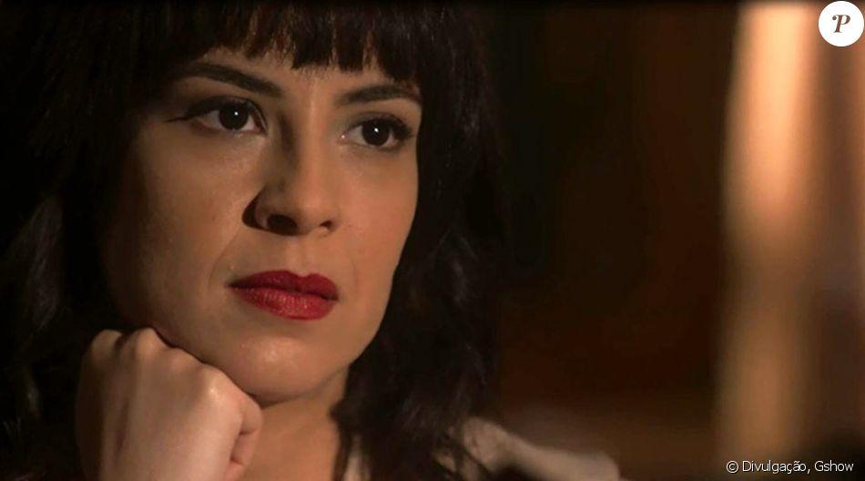 Lucinda (Andreia Horta) joga remédios de Inácio (Bruno Cabrerizo) fora, para evitar que ele recupere a visão, na novela 'Tempo de Amar', em 21 de outubro de 2017