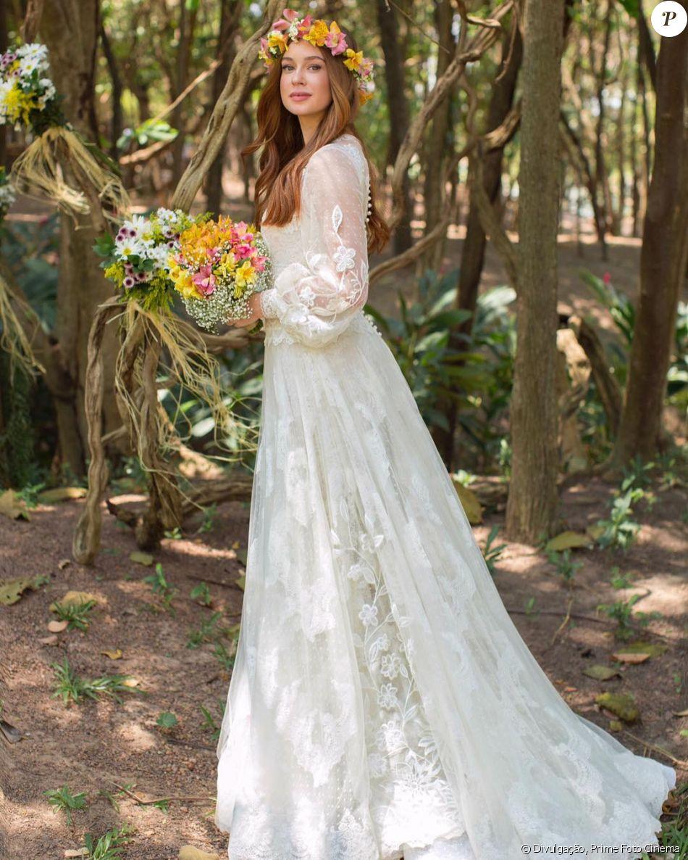 Marina Ruy Barbosa exibe foto de casamento em capela. Registro foi postado nesta quinta-feira, 12 de outubro de 2017