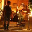 Isis Valverdevoltou correndo para dentro do restaurante após ver barata