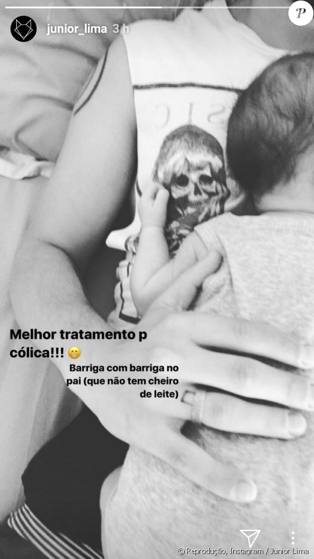 Junior Lima ensinou truque para aliviar a cólica do filho, Otto, nesta sexta-feira, 13 de outubro de 2017