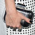 Kate Hudson combinou o look com clutch prateada