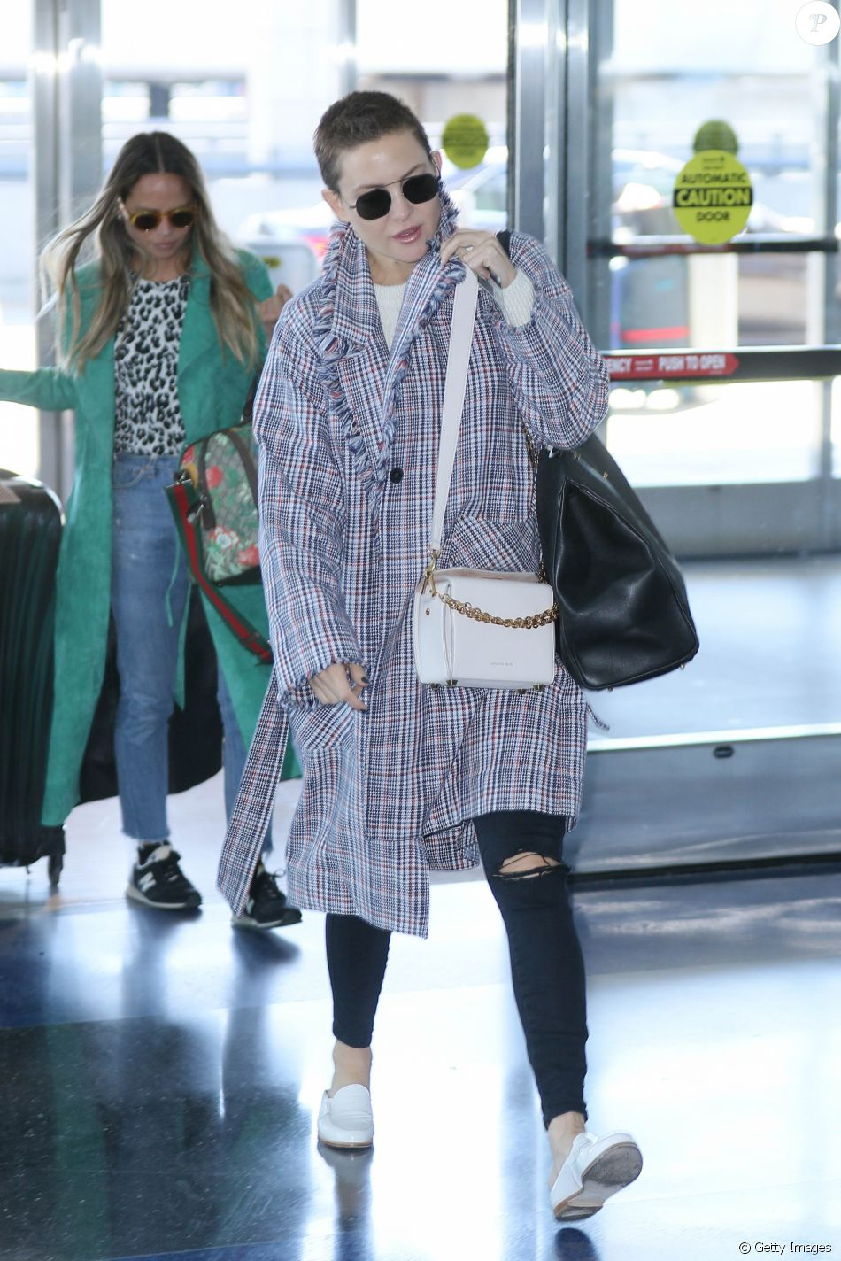Aeroporto York : Kate hudson optou por um look descolado para embarcar no aeroporto