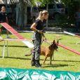 Na pele de Jeiza, Paolla teve o cão policial como parceiro em cenas importantes da trama