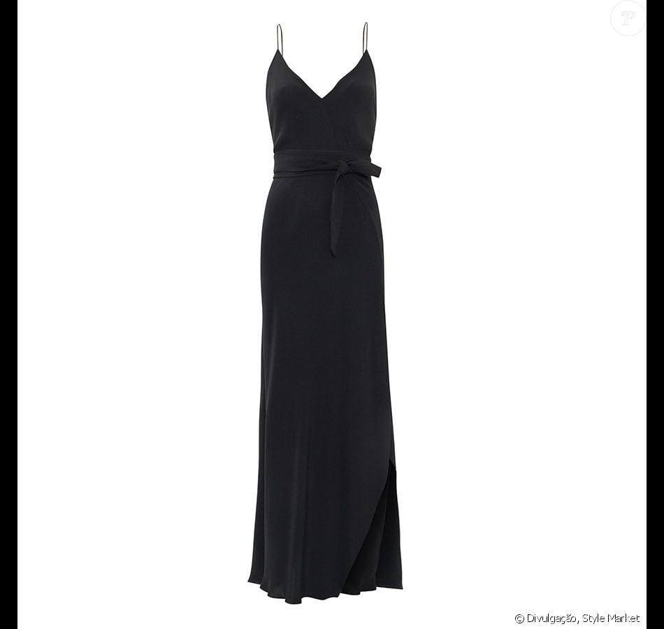 A peça da marca Giuliana Romanno conta com uma faixa para ser amarrada na  cintura 006e6ed074d