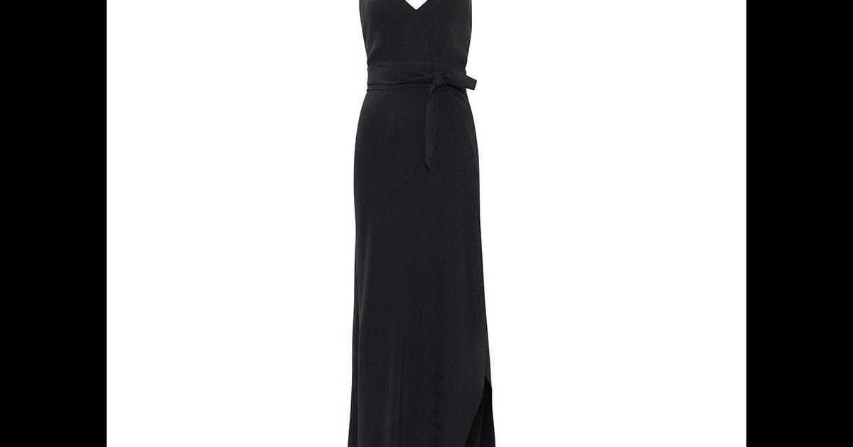 A peça da marca Giuliana Romanno conta com uma faixa para ser amarrada na  cintura - Purepeople 583b0d8334e