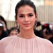 Bruna Marquezine explica look polêmico para casamento: 'Estou me descobrindo'
