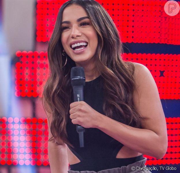 Anitta falou que não gostaria de entrar na igreja e comentou como seria seu vestido de casamento