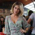 Giovanna Ewbank escolheu a peça da grife Ateen para a inauguração da hamburgueria de Bruno Gagliasso
