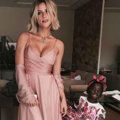 Giovanna Ewbank mostra a filha, Títi, com orelhas e imitando gato: 'Charmosa'