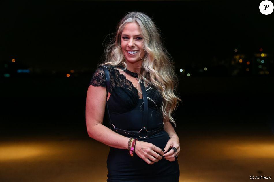 Adriane Galisteu, com planos de atuar na Globo, preencheu ficha cadastral para o banco da emissora carioca. A informação é do colunista de TV Daniel Castro nesta segunda-feira, 23 de outubro de 2017