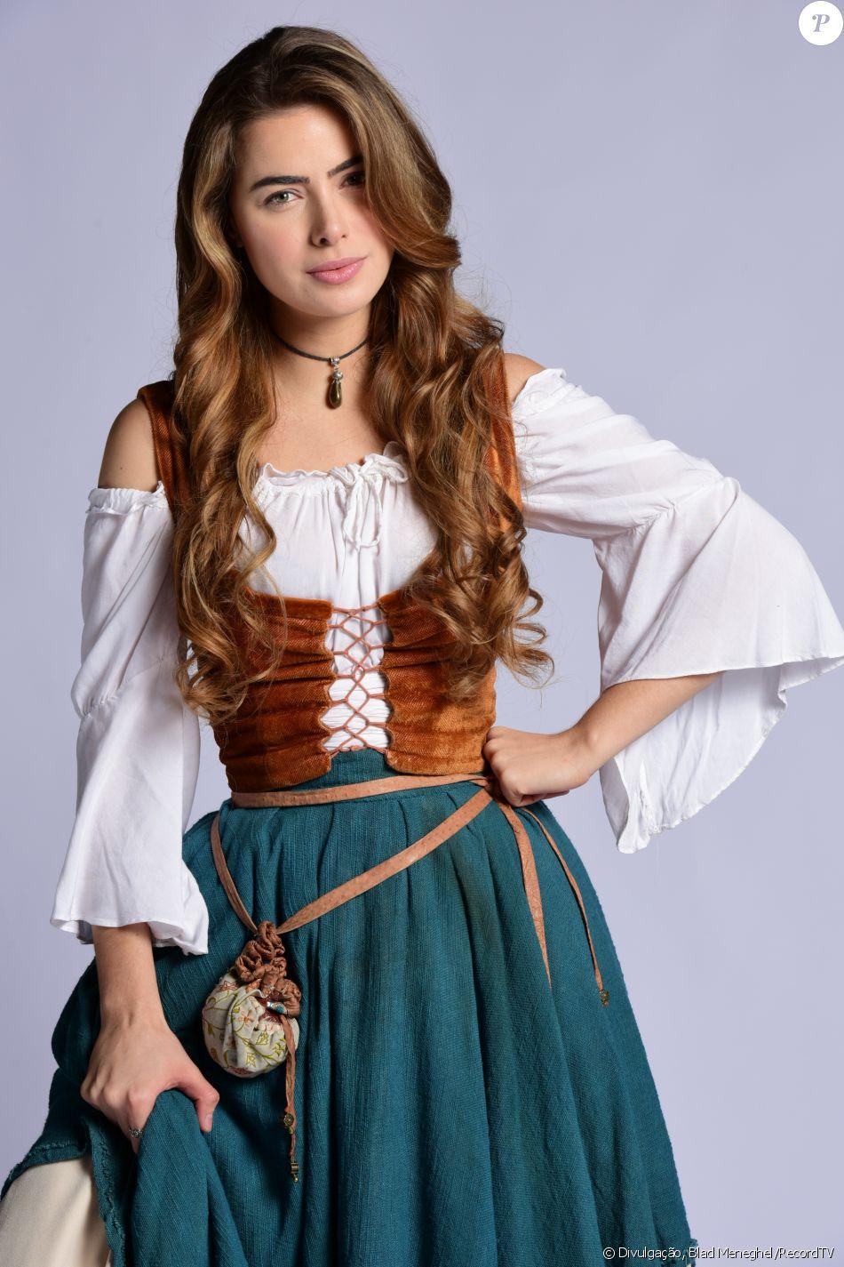 Pietra (Rayanne Morais) é a nova rainha, anuncia Enrico (Bernardo Velasco), no capítulo de sexta-feira, 3 de novembro de 2017, da novela 'Belaventura'