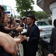 Bono Vox distribuiu autógrafos antes do casamento de Guy Oseary e Michelle Alves