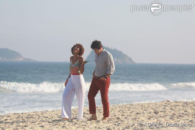 Taís Araújo e Murilo Benício gravam 'Geração Brasil' em praia no Rio