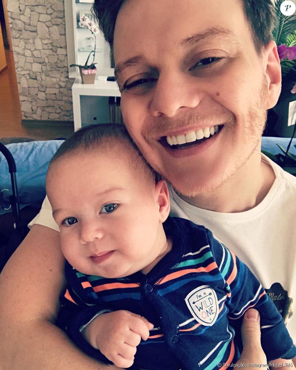 Filho de Thais Fersoza e Teló, Teodoro aparece sorridente aos 3 meses, completados nesta quarta-feira, dia 25 de outubro de 2017
