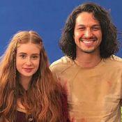 Marina Ruy Barbosa posa com Romulo Estrela, seu par em 'Deus Salve o Rei'. Foto!
