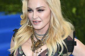 Madonna vai a comunidade no RJ de look camuflado e agita web: 'Cuidado com Bibi'