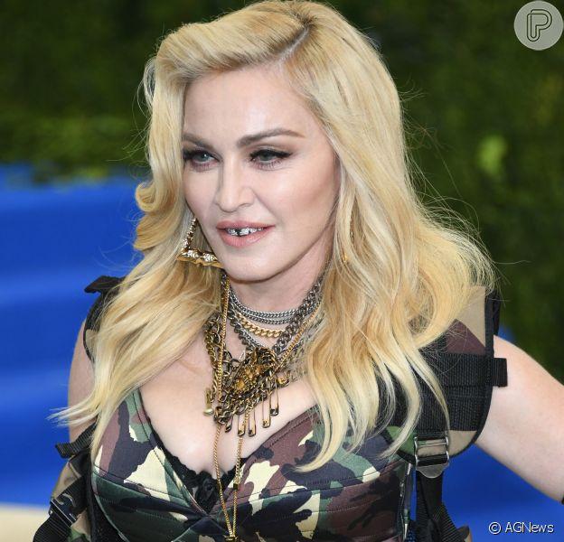 Madonna vai a comunidade no RJ de look camuflado e agita web nesta quarta-feira, dia 25 de outubro de 2017