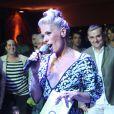 Adriane Galisteu comandou a festa de 20 anos da Discovery no Brasil