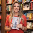 Daiana Garbin lançou o livro 'Fazendo as Pazes com o Corpo' na livraria Saraiva do shopping Rio Sul
