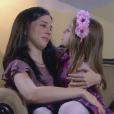 Cecília (Bia Arantes) tenta explicar para Dulce Maria (Lorena Queiroz) que não está mais namorando Gustavo (Carlo Porto), na novela 'Carinha de Anjo'