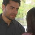 Gustavo (Carlo Porto) encontra Cecília (Bia Arantes) e pergunta se ela ainda o ama, na novela 'Carinha de Anjo'