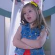 Dulce Maria (Lorena Queiroz) diz para Cecília (Bia Arantes) que ela não quer namorar Gustavo (Carlo Porto) por ele ter uma filha e cuidar de criança dar trabalho, na novela 'Carinha de Anjo'