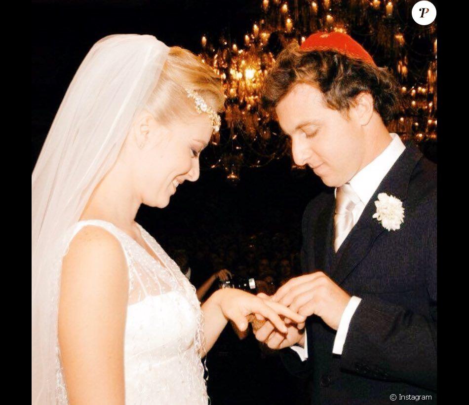 Luciano Huck exibiu uma foto do casamento com Angélica para festejar os 13 anos da cerimônia, nesta segunda-feira, 30 de outubro de 2017, em seu Instagram