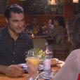 Gustavo (Carlo Porto) beija Verônica (Elisa Brites) novamente e a convida para jantar em sua casa, na novela 'Carinha de Anjo'
