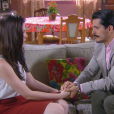 Convidada para um jantar André (Bruno Lopes), Cecília (Bia Arantes) é incentivada por Fátima (Rai Teichimam) e aceita sair à noite com ele, na novela 'Carinha de Anjo'