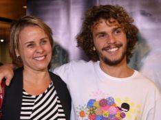 Theo, filho de Giulia Gam e Pedro Bial, vai em pré-estreia com a mãe. Fotos!